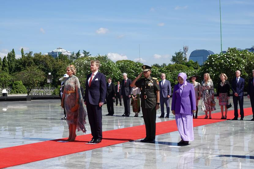 King Willem-Alexander and Queen Máxima lay a wreath at Menteng Pulo Cemetery